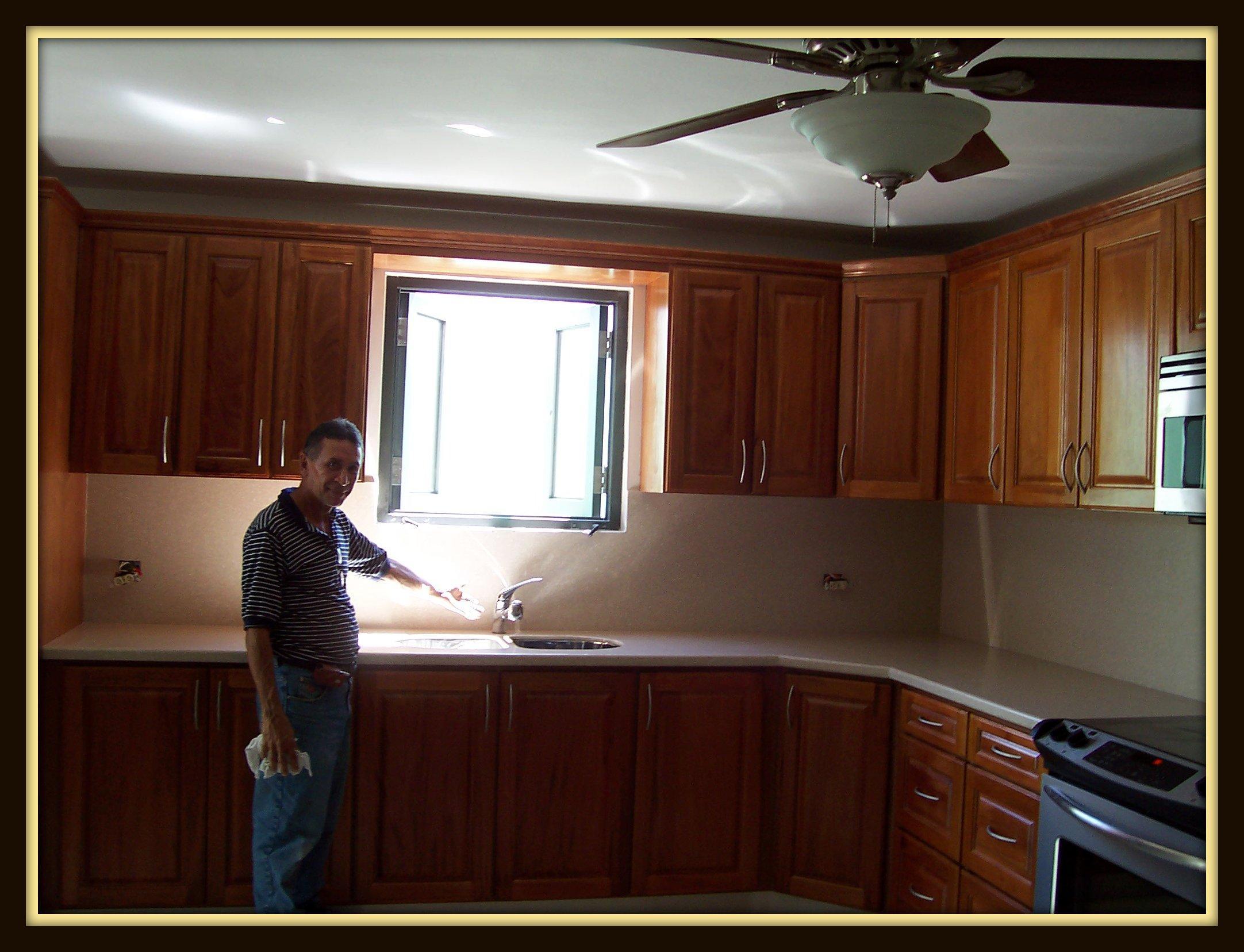 Gabinetes de cocina en caoba ocinel gabinetes de cocina en caoba trabajos en madera a la medida gabinetes de cocina vanity thecheapjerseys Gallery
